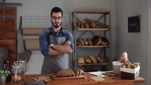 meine erfolgreiche bäckerei geschäft - stolz stock-videos und b-roll-filmmaterial