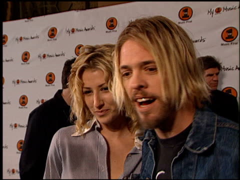 vidéos et rushes de my vh-1 music awards 1 of 2 entrances at the my vh-1 music awards entrances at the shrine auditorium in los angeles, california on november 30, 2000. - shrine auditorium