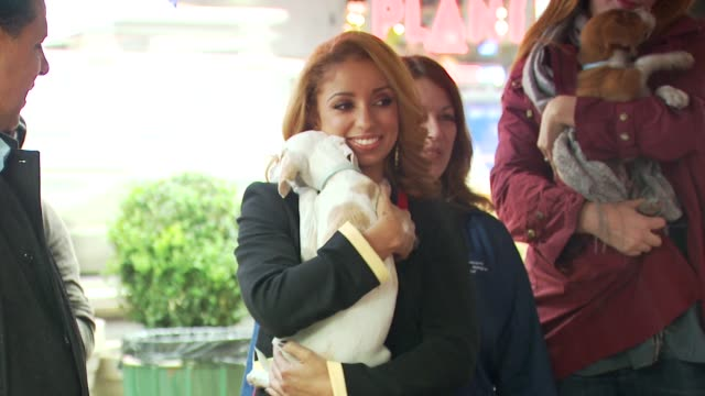 mya at the mya hosts north shore animal league's tour for life 2010 grand finale at new york ny. - 歌手 マイア点の映像素材/bロール