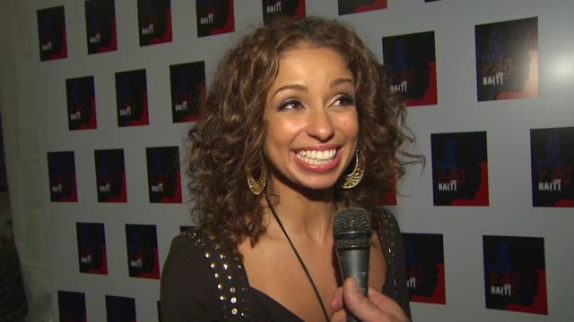 mya on being a part of the event at the we are the world 25th anniversary recording for haitian earthquake relief at los angeles ca. - 歌手 マイア点の映像素材/bロール