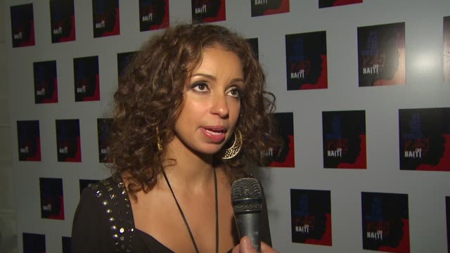 mya on everybody coming together to help on the we are the world 25th anniversary recording for haitian earthquake relief at the we are the world... - 歌手 マイア点の映像素材/bロール