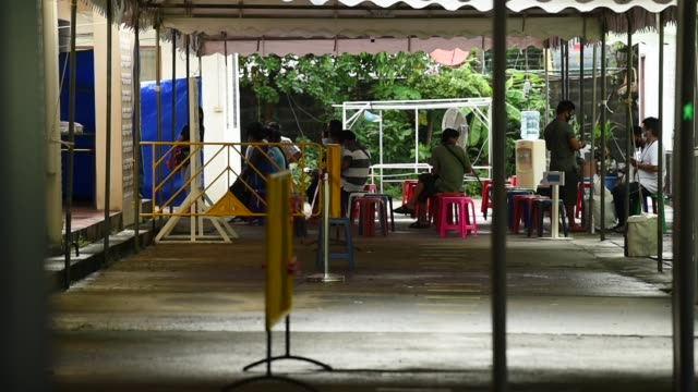 vídeos de stock e filmes b-roll de myanmar citizens in thailand vote myanmar's general election be able to cast early ballots at the myanmar embassy in bangkok, thailand. the general... - número 8