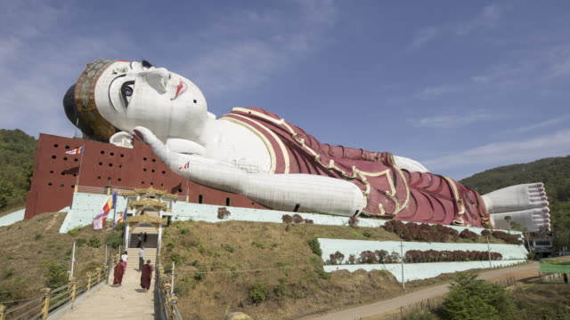 stockvideo's en b-roll-footage met myanmar - giant lying statue outside 1 - lengte