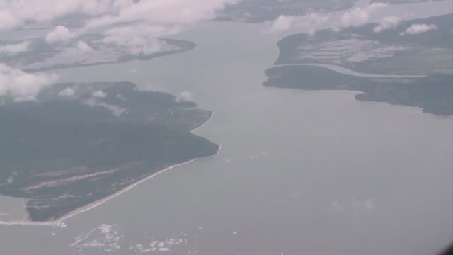 vídeos y material grabado en eventos de stock de myanmar's military says it has found the wreckage of a plane in the andaman sea that went missing with around 120 people on board along with several... - mar de andamán
