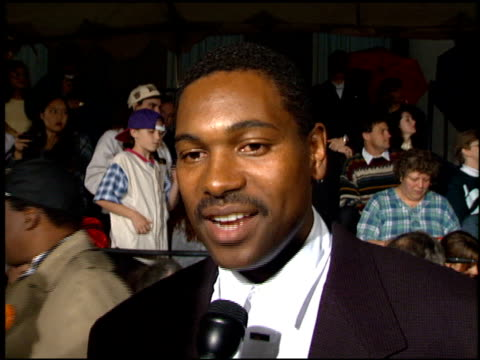 mykelti williamson at the 1995 people's choice awards at universal studios in universal city, california on march 5, 1995. - ミケルティ ウィリアムソン点の映像素材/bロール