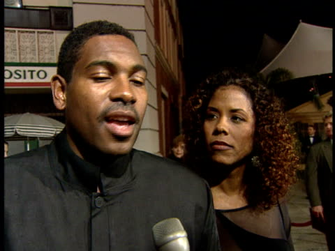 mykelti williamson gives an interview at the premiere for the movie heat. - ミケルティ ウィリアムソン点の映像素材/bロール
