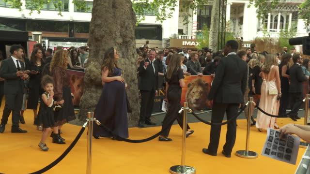vídeos de stock e filmes b-roll de myleene klass at the lion king uk premiere on july 14 2019 in london greater london - meghan markle lion king