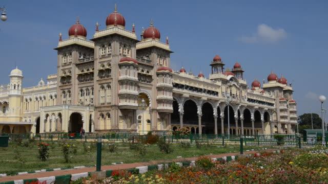 stockvideo's en b-roll-footage met mysore palace, karnataka, india / mysore, karnataka, india  - vier dieren