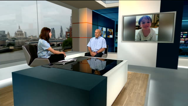mystery couple donate money to charity after taxi driver tells them about sick nephew; england: london: gir: int steven murray live studio interview... - 甥点の映像素材/bロール