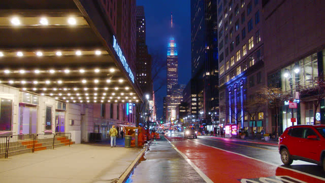 vidéos et rushes de mystery view of 34th street. empire state building. entrance. - fantaisie