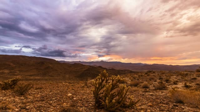 mystic colorful cloud sunset above the anza-borrego desert - san diego stock-videos und b-roll-filmmaterial