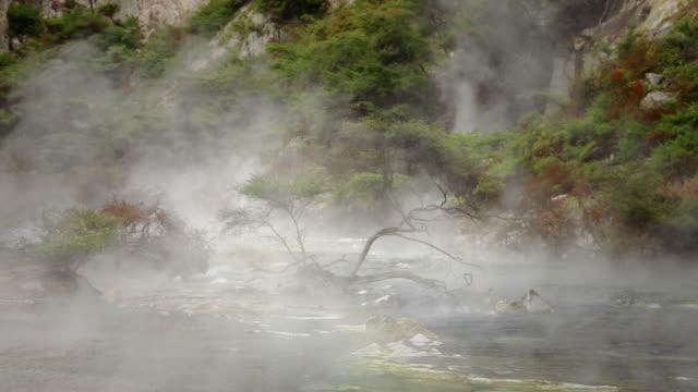 vidéos et rushes de rivière mystic river - piscine thermale