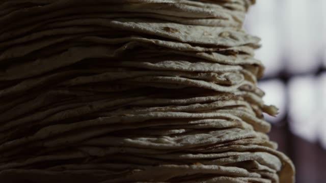 a naan bread piles up in punjab, pakistan - punjab pakistan bildbanksvideor och videomaterial från bakom kulisserna