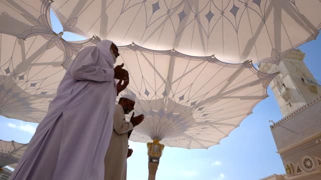 nabawi mosque, medina saudi arabia. - hajj stock videos & royalty-free footage