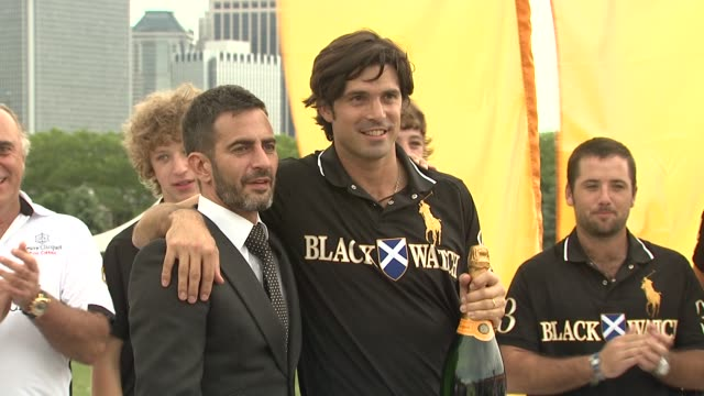 nacho figueras and marc jacobs at the the fourth annual veuve clicquot polo classic at new york ny. - デザイナー マーク・ジェイコブス点の映像素材/bロール