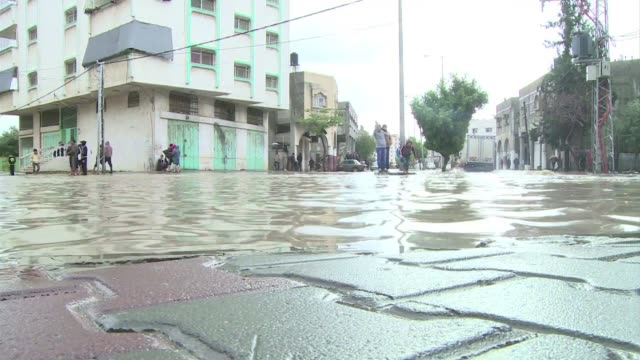 naciones unidas declaro este jueves el estado de emergencia en gaza debido a las fuertes lluvias que golpean el enclave palestino - naciones unidas stock videos & royalty-free footage