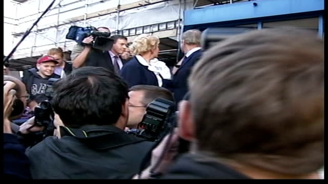 nadine milroy-sloan arrested; itn lib from server london: day neil & christine hamilton after being released standing on police station steps... - circondare video stock e b–roll
