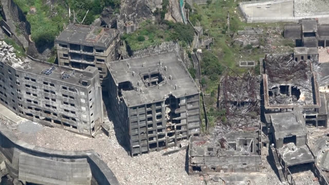 strong winds, heavy rain and the ravages of time have taken a toll on the nation's oldest reinforced-concrete apartment building on hashima island, a... - 下を向く点の映像素材/bロール