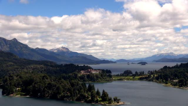 vidéos et rushes de lac nahuel huapi à bariloche en argentine - plan de situation