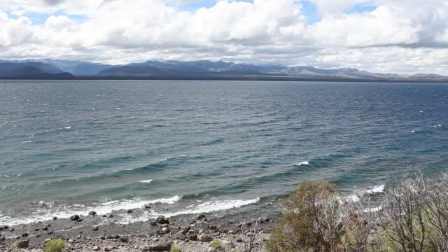 vídeos de stock e filmes b-roll de nahuel huapi lake in bariloche in patagonia - cultura sul americana