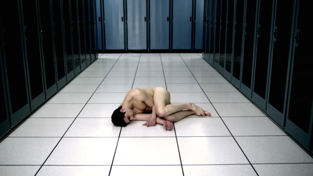 vídeos y material grabado en eventos de stock de ws ds naked man sleeping on floor in server room - hombres desnudos