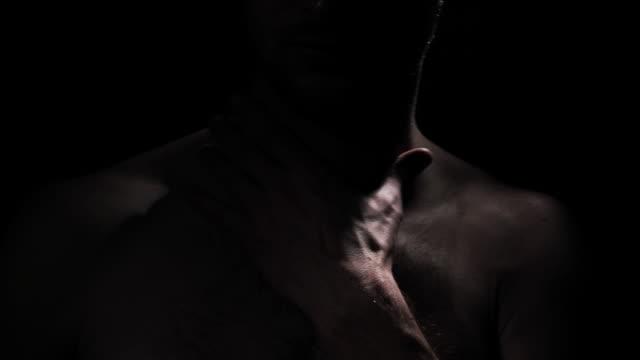 vídeos de stock e filmes b-roll de naked - homens pelados