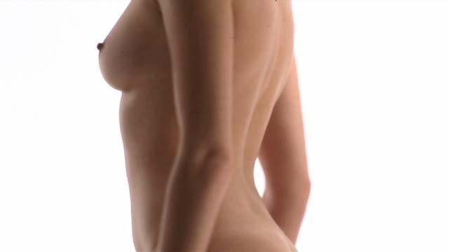 vídeos y material grabado en eventos de stock de ms, circling, naked woman in studio, mid section - seno