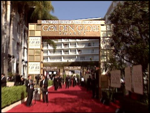 vídeos de stock, filmes e b-roll de name of event/hotel at the 2004 golden globe awards at the beverly hilton in beverly hills, california on january 25, 2004. - the beverly hilton hotel