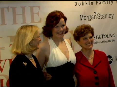 nan anan, geena davis and marie wilson, president of the white house project at the white house projects 2006 epic awards honoring outstanding... - ジーナ デイヴィス点の映像素材/bロール