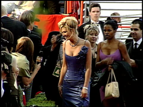 vídeos y material grabado en eventos de stock de nancy o'dell at the 1999 academy awards at the shrine auditorium in los angeles california on march 21 1999 - 71ª ceremonia de entrega de los óscars