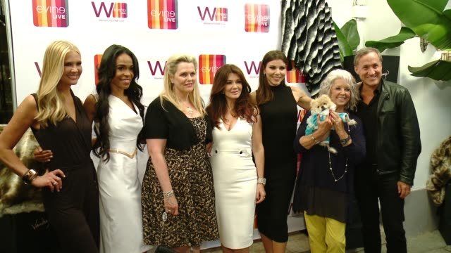vídeos de stock, filmes e b-roll de nancy o'dell michelle williams nancy davis lisa vanderpump heather dubrow paula deen terry dubrow at celebrating the women of evine live in los... - michelle williams