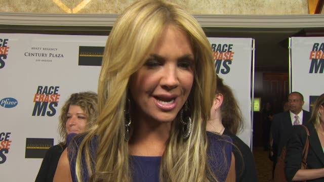 nancy o'dell on being a part of the night, her strategy for getting people to bid at the 17th annual race to erase co-chaired by nancy davis & tommy... - ナンシー デイヴィス点の映像素材/bロール