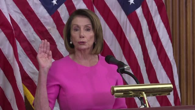 vídeos de stock e filmes b-roll de nancy pelosi says democrats have a responsibility to seek common ground after they won control of the house of representatives in the midterm... - partido democrático eua