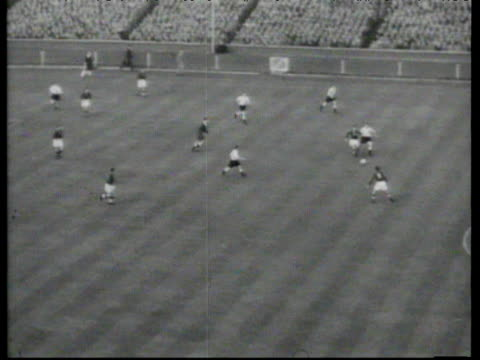 nandor hidegkuti strikes into top corner after just 90 seconds to put hungary 0-1 up, england vs hungary, international friendly, wembley stadium,... - 50 seconds or greater点の映像素材/bロール