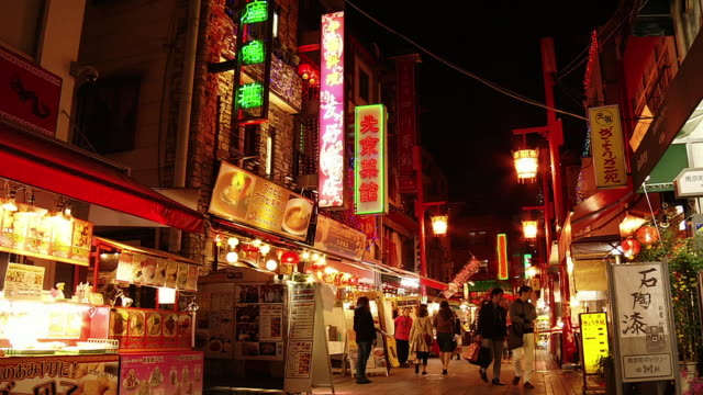 nankinmachi, kobe chinatown in evening, japan - 中華街点の映像素材/bロール