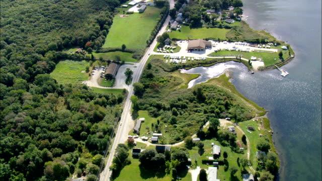 vidéos et rushes de bassin nannaquaket-vue aérienne du littoral, dans le rhode island, dans le comté de newport, états-unis - rhode island