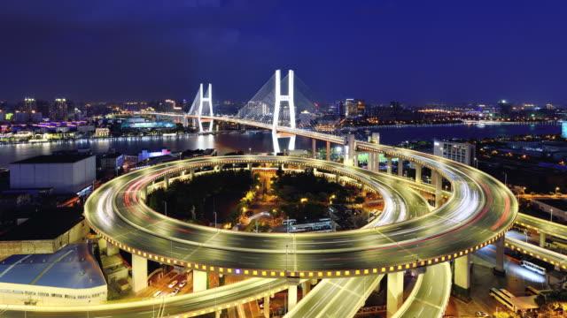 4 k: 南浦大橋、上海、中国の夜の時間の経過する日 - 主要道路点の映像素材/bロール