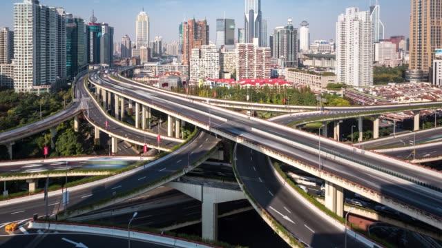 t/l tu nanpu bridge / shanghai, china - wolkenloser himmel stock-videos und b-roll-filmmaterial