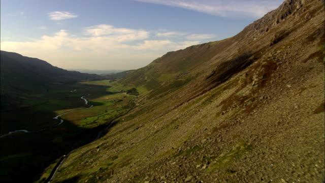 vídeos de stock e filmes b-roll de nant ffrancon valley-vista aérea-país de gales, caernarfonshiregreat-britain_counties.kgm e merionethshiregreat-britain_counties.kgm, reino unido - national trust