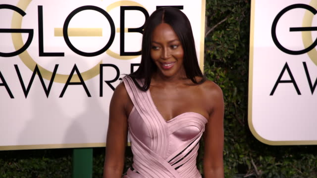 naomi campbell at 74th annual golden globe awards arrivals at 74th annual golden globe awards arrivals at the beverly hilton hotel on january 08 2017... - ビバリーヒルトンホテル点の映像素材/bロール