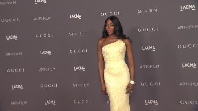 stockvideo's en b-roll-footage met naomi campbell at the 2017 lacma art film gala honoring mark bradford and george lucas and presented by gucci at lacma on november 4 2017 in los... - naomi campbell