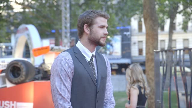 stockvideo's en b-roll-footage met broll naomi campbell liam hemsworth josephine de la baume jackie stewart at the 'rush' world premiere in london england uk on 9/2/13 - naomi campbell
