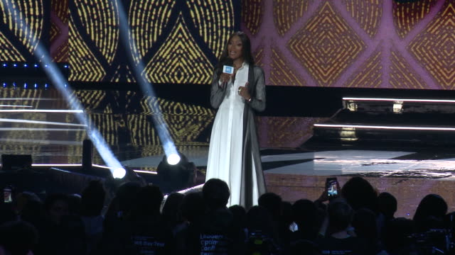 speech naomi campbell on what brought them to we day and how much good we does around the world at the we day california celebrates 16000 youth... - naomi campbell stock videos & royalty-free footage