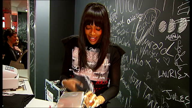 stockvideo's en b-roll-footage met naomi campbell sells tshirts to raise money for haiti earthquake victims interview and set ups *pop music heard over following* naomi campbell... - hispaniola