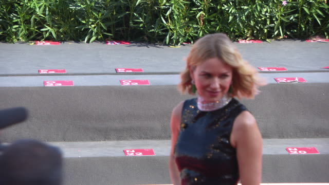 stockvideo's en b-roll-footage met naomi watts at 'the nightingale' red carpet arrivals 75th venice film festival on september 06 2018 in venice italy - mark watts