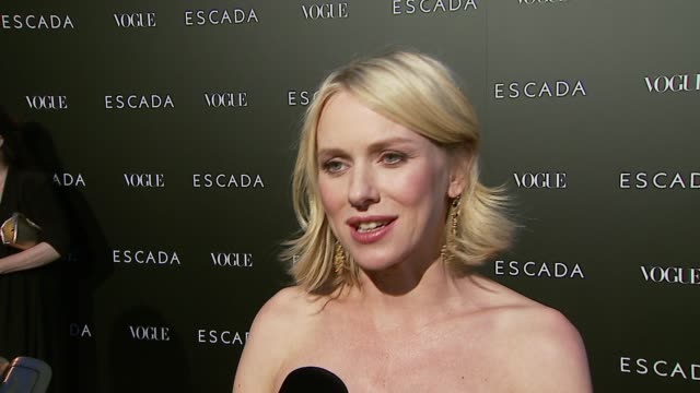 vídeos y material grabado en eventos de stock de naomi watts on her escada dress and how she almost wore it to the oscars on escada clothes and on the new store opening at the the grand opening of... - escada