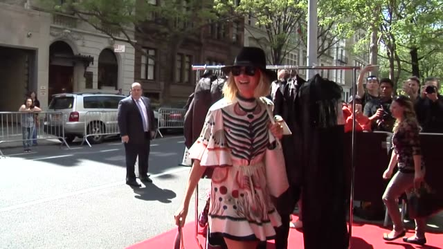 stockvideo's en b-roll-footage met naomi watts spotted outside the mark hotel for the met gala in new york city in celebrity sightings in new york - mark watts