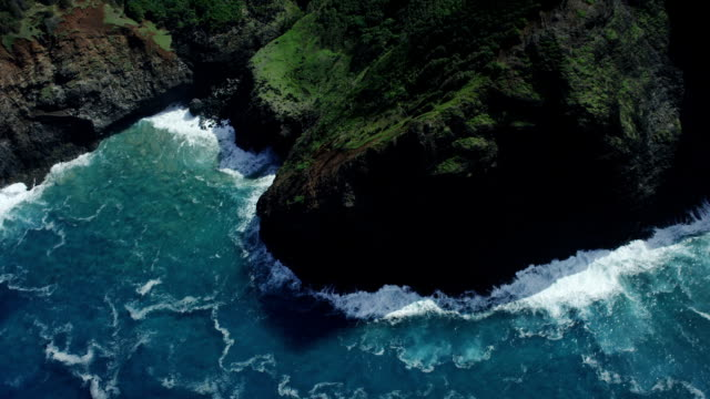 napali coast kauai shoreline aerial shot - kauai stock videos & royalty-free footage