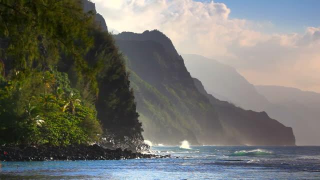 napali coast, kaui, hawaii - hawaii islands stock videos & royalty-free footage