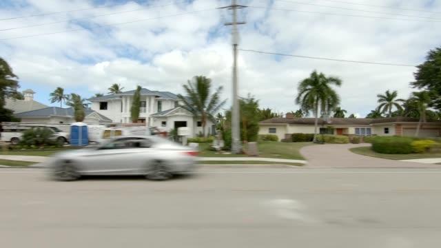 vídeos de stock, filmes e b-roll de série sincronizada de nápoles florida iii left view driving plate - stationary process plate